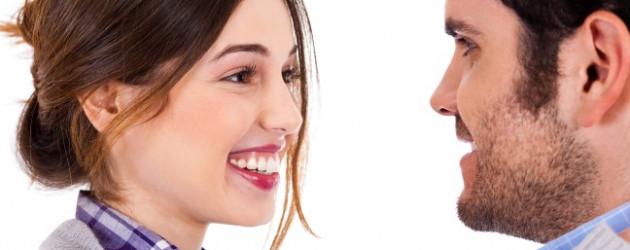 Flirtsignale einer frau erkennen