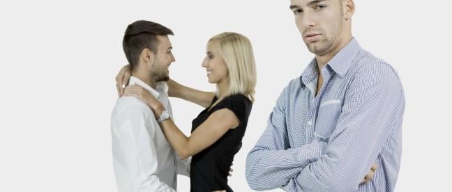 Mann will Nebenbuhler ausschalten